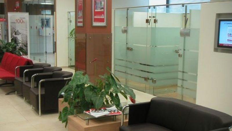 Salle d'attente d'une agence bancaire en Israël